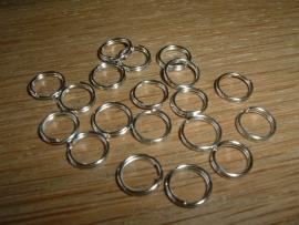 50 Dubbele zilverkleurige ringetjes van 8 mm.
