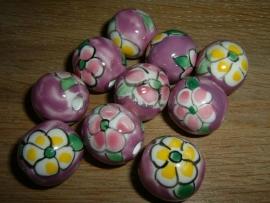 Mooie grote paarse kralen met bloem 20 mm.