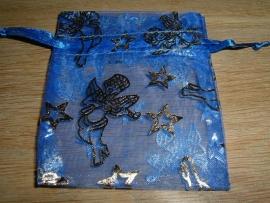Mooie donkerblauwe organza zakjes met goud opdruk 9 x 7,5 cm.