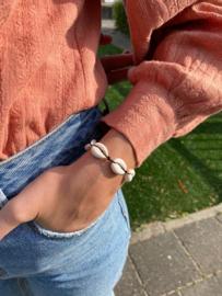 Armbandje met schelpen