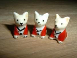 Superleuke kralen van een klein hondje met een rood jasje