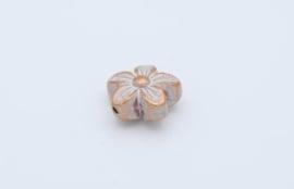 Mooie champagnekleurige kralen in de vorm van een bloem (T4)