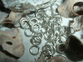 50 Stuks mooie antiek zilver plated ringetjes 6 mm.