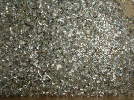 100 zilverkleurige knijpkraaltjes (buisjes) van 1,5 mm.