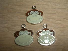 Leuke gekleurde metalen hangertjes van een aapje