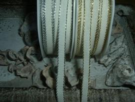 Mooi ivoorkleurig lint met een zilver- of goudkleurig randje