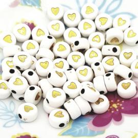 Witte letterkralen met gouden hartjes
