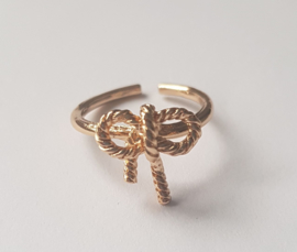 Must have ringen in goudkleur met strikje