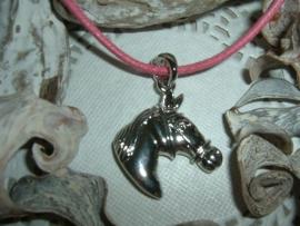 Leuk kettinkje met een zilverkleurig hangertje van een paardenhoofd