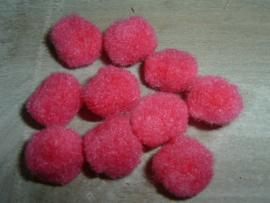 10 Stuks mooie roze pompoms van 15 mm.