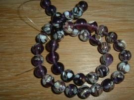 Mooie ronde paarse kralen van stukjes schelp