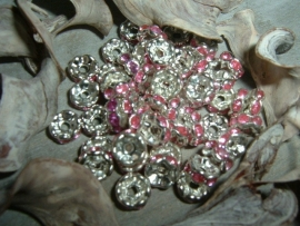 Mooie zilverkleurige spacers met roze steentjes van 6 mm.