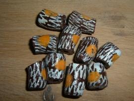 Mooie grote bruine kralen met gele stippen en wit