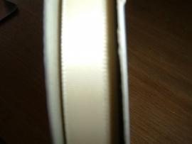 Mooi satijnlint 9 mm. in de kleur ivoor