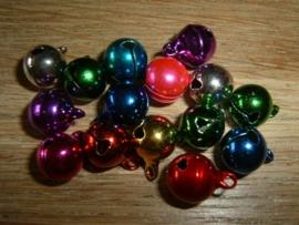 15 Stuks mooie gekleurde belletjes van 10 mm.