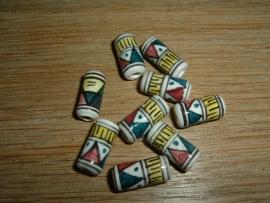 Mooie indianenkralen in de vorm van een buisje van 13 mm.