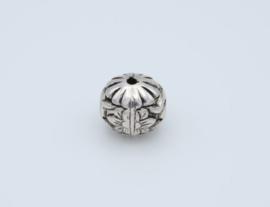 Mooie grote ronde zilverkleurige kralen ( T 12)