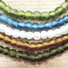 Mooie transparant gekleurde glaskralen van 12 mm.