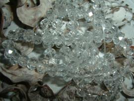 25 Stuks mooie Top Facet kralen in kristal  van 6 x 4 mm.