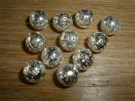 Mooie zilverkleurige opengewerkte kralen van 10 mm.