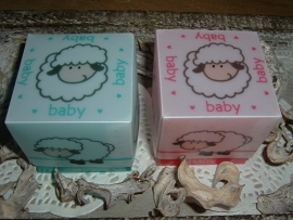 Mooie baby doosjes schaap in turqoise/blauw en roze
