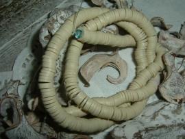 Mooie beige zandkleurige katsuki kralen