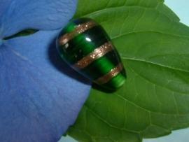 Grote groene glaskralen in de vorm van een druppel 24 mm.