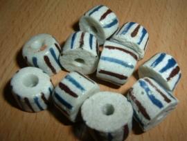 Mooie witte handelskralen met streepjes in blauw en bruin