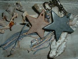 Mooie stoere sleutelhangers/tashangers met een leren ster