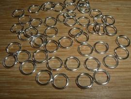 50 Stuks mooie zilverkleurige ringetjes van 8 mm.