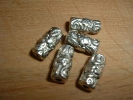 Mooie bewerkte metalen kralen