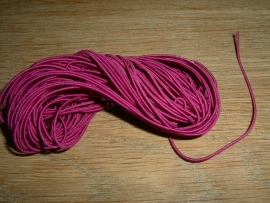 Elastiek draad in een mooie donkerpaars/roze kleur 0.8 mm.