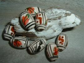 Mooie indianenkralen in de vorm van een tonnetje van 15 mm.