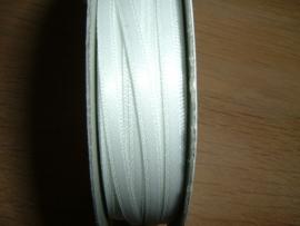 Mooi dubbelzijdig satijnlint 3 mm. in de kleur wit