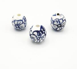 Mooie grote ronde Delfsblauwe kralen met bloem 16 mm.