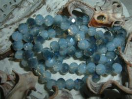 25 Stuks mooie Top Facet kralen in air blue opal  van 6 x 4 mm.
