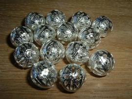 Mooie zilverkleurige opengewerkte ronde kralen 14 mm.