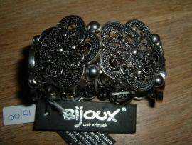 Mooie zilverkleurige metalen armband bloem