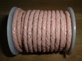Mooi rond gevlochten leer in de kleur roze.