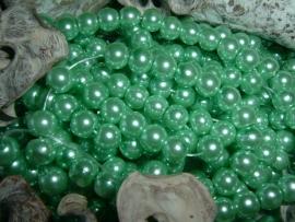 50 Stuks mooie diep crysolite groene glasparels 6 mm.