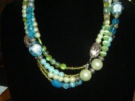 Mooie lange ketting in groen en blauw tinten