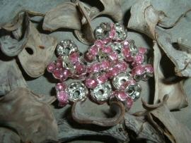 Mooie zilverkleurige spacers met roze steentjes van 8 mm.