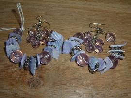Leuke grote paarse oorbellen.