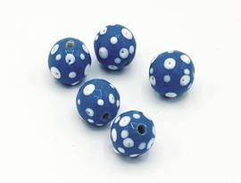 Mooie ronde lichtblauwe kralen met witte spikkels 14 mm.