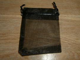 Mooie zwarte organza zakjes 9 x 7 cm.