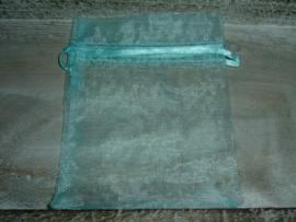 Licht aquablauwe organza zakjes 12 x 9 cm.