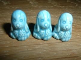 Mooie blauwe keramieke kralen in de vorm van een hondje
