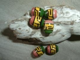 Mooie kleine indianenkralen in de vorm van een tonnetje