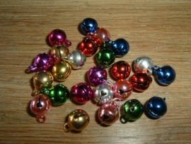 25 Stuks mooie gekleurde belletjes van 8 mm.