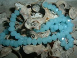 25 Stuks mooie Top Facet kralen in zacht blauw opal  van 6 x 4 mm.